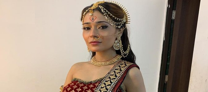 Sara Khan to make a riveting entry in &TV's Santoshi Maa Sunaye Vrat Kathayein