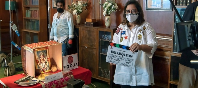 Puja Bhagnani gives the mahurat clap for 'Bellbottom'